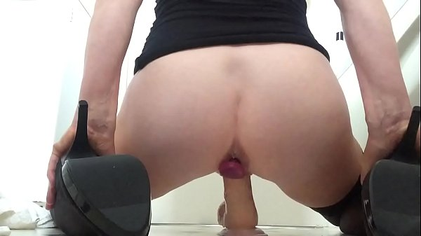 Solo squirting, Anal plug